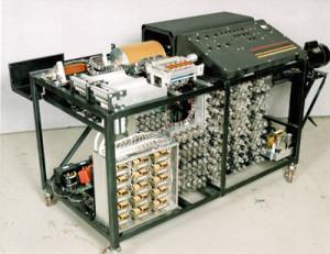Atanasoff es quien invento la primera computadora tal y como aparece en la imagen.